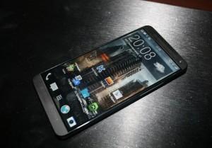 Появились новые фото HTC M8