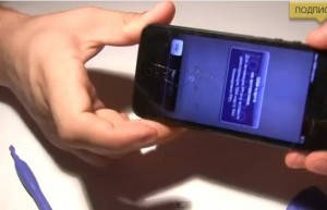 Как заменить защитное стекло на iphone5 дома? (видео инструкция замены)