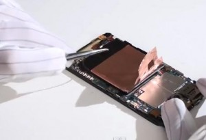 HTC one s: Как снять аккумулятор и заменить его