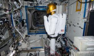 Робот - хирург в космосе