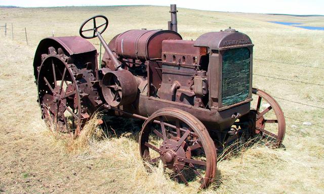 Ржавый трактор фото